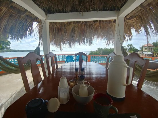 Savanna La Mar, Jamaica: Great views with fantastic food and service.