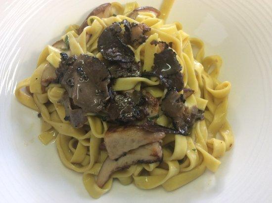 Marly, Zwitserland: Tagliatelle porcini e tartufo nero