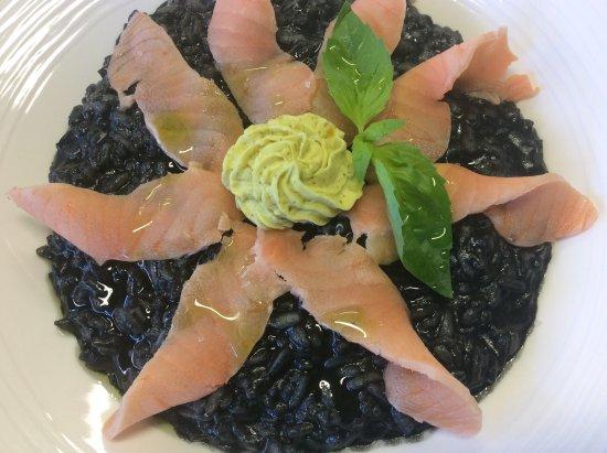 Marly, Zwitserland: Risotto noir de seiche, saumon et crème de pistaches