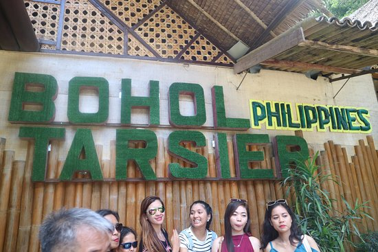 Loboc, Filipina: Sign at the front of the building