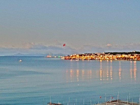 Altinkum, Turquía:  Kasım ayında, Altınkum Plaj güne uyanıyor,