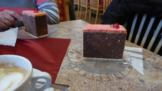 Puchberg am Schneeberg, Austria: Riesenpunschtorte für Geniesser