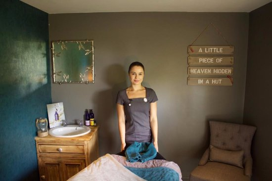 Halifax, UK: Faye- Owner and therapist
