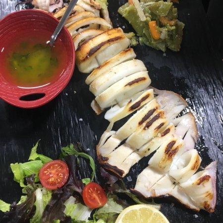 Armilla, Spagna: No conocía este restaurante y la verdad que me he llevado una grata sorpresa, los platos excelen