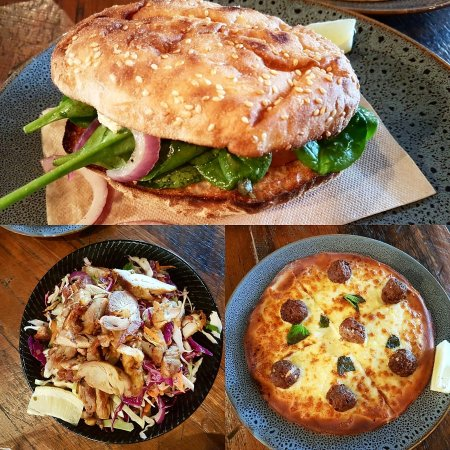 Elwood, Australia: Foccasia, spicy lamb meatball pizza, chicken and coleslaw salad. Im speechlesa about the place,