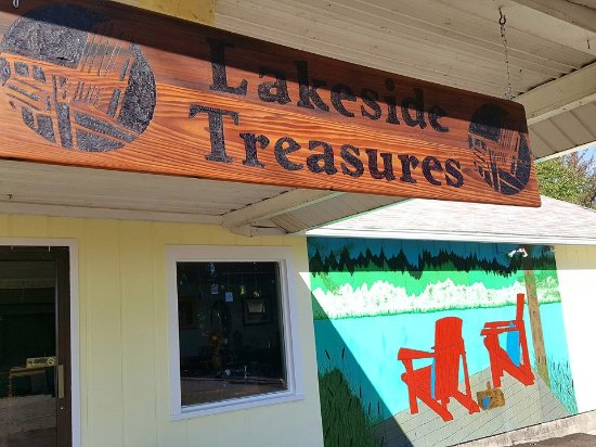 Pleasant Lake, MI: Our sign is handcrafted from the original wood supporting the canopy.  The mural is hand painted