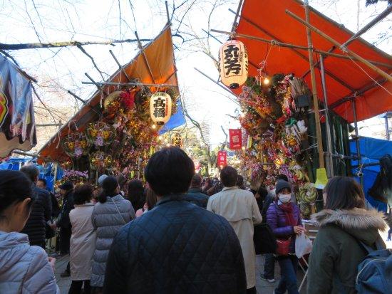 Tsuki Shrine : 十二日市(じゅうににちまち)の賑わい。