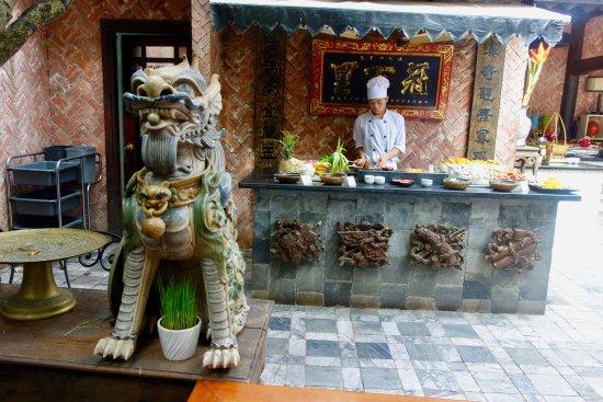 Parada De Cocina A La Plancha Picture Of Brother S Cafe Hanoi