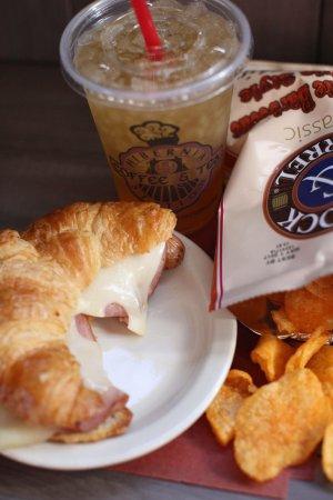 Holts Summit, MO: Hibernia Station Coffee and Tea