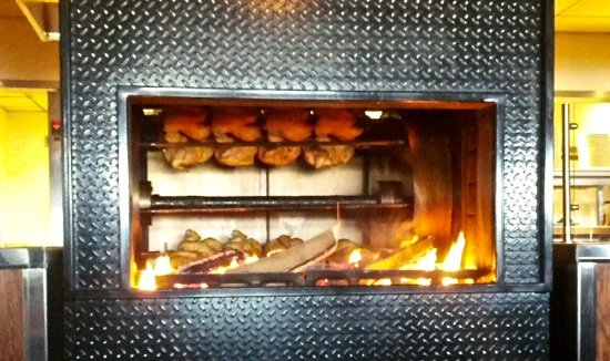 West Fargo, Dakota del Norte: Watch you food cook on the rotisserie!