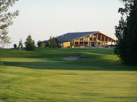 Red Deer, Canadá: Clubhouse view from 18 Fairway