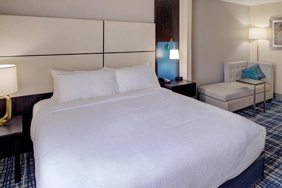 Belcamp, Μέριλαντ: King Bed with stylish chase