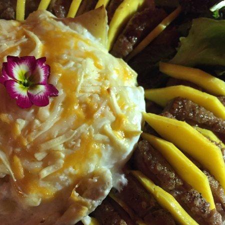 A Nova Casa de Ramiro: Duck with mango and red fruit sauce