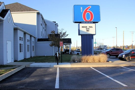 Motel 6 Sandusky-Huron: They have Tesla and NEMA chargers