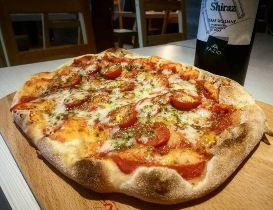 Galliate, Italien: la pinsa romana gourmet retro'