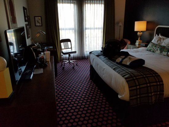 Oxford, MS: A King Suite with work desk and plenty of space.