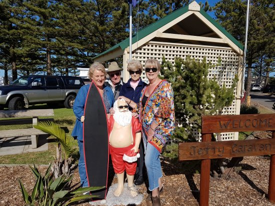 Jetty Caravan Park Normanville: The Traegers getting to know Santa