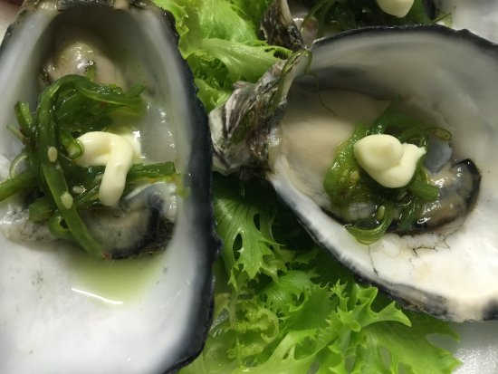 Dundee's Restaurant on the Waterfront: Oysters