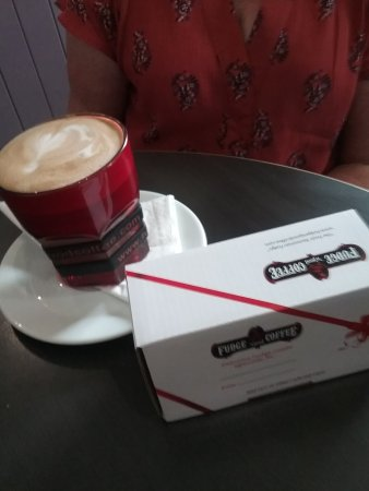 Sheffield, Australia: This is what we had beautiful coffee and frudge to finish