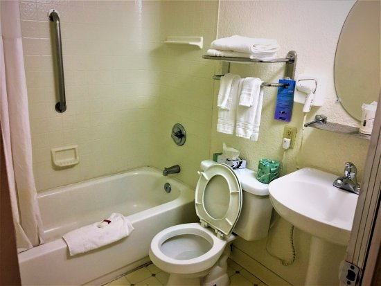 Fairfield, Kalifornien: Double Room with One Queen and One Double- Non-Smoking