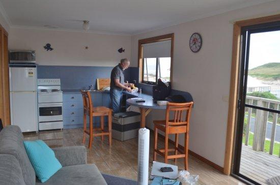 Arthur River, Australia: Lounge/kitchen area