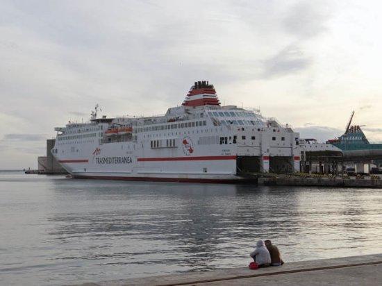 Puerto de Málaga : a ferry