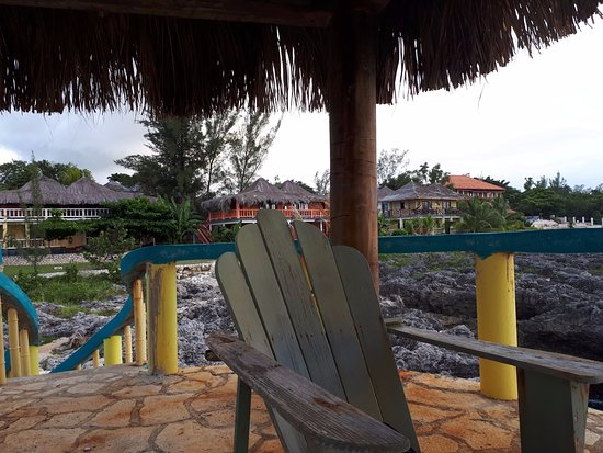 Negril Escape Resort & Spa: on left notice ocean view completely blocked. next ones to the right better option