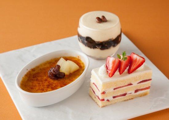 Lounge South Court: 季節のデザート / Seasonal Dessert