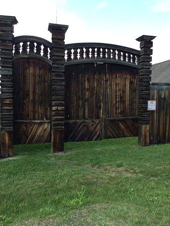 Старинные ворота во двор
