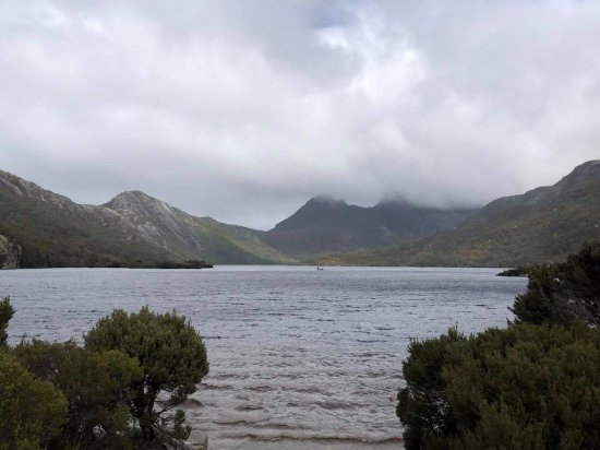 Cradle Mountain Hotel: Short drive to Dove Lake