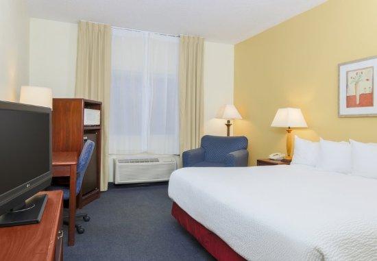 Fairfield Inn Bay City: Guest room