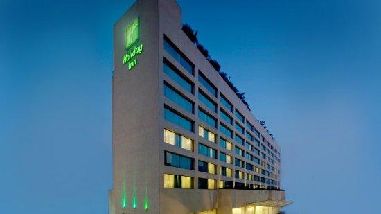 Holiday Inn Mumbai International Airport: Exterior
