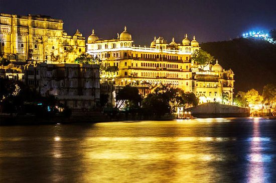 Udaipur City Private Tour with Lake...