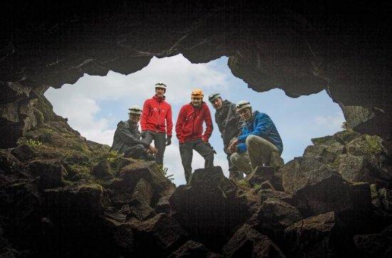 Escapada de un día a las aguas termales y cueva de lava desde...