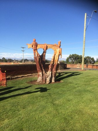 Campbell Town, Australia: Wood Sculpture