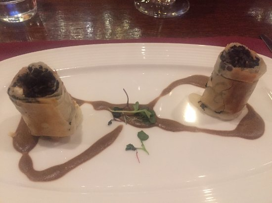 "Plymouth, Califórnia: The ""mushroom cigars"" appetizer"