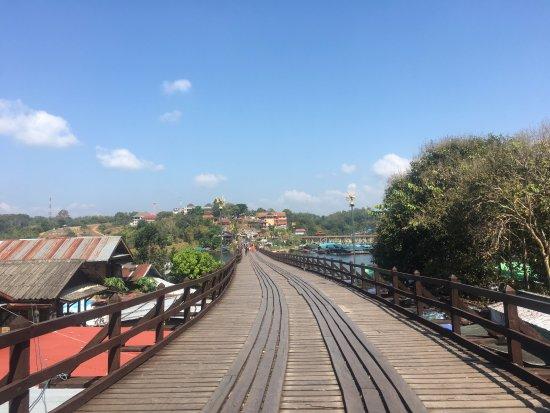 Sangkhla Buri, Tailandia: สะพานอุตตมานุสรณ์ - สะพานไม้ (สะพานมอญ)