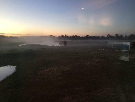 Margaux, Франция: Lever de soleil sur le golf