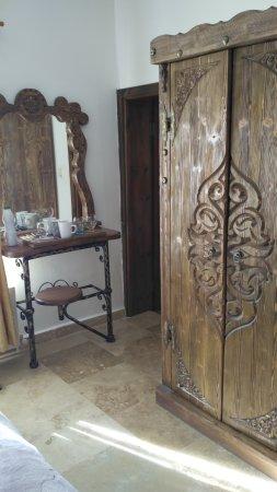 Anatolia Cave Pension : в номере стоит настоящая деревянная мебель ручной работы - это восхитительно и очень удобно