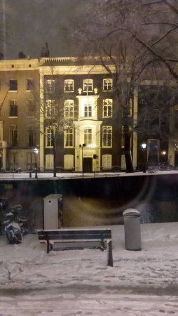 Banks Mansion: A view across the canal