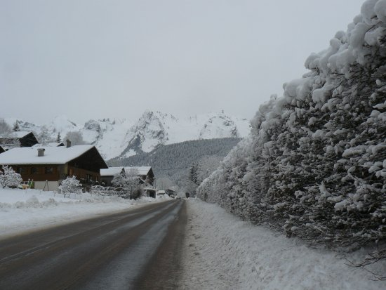 Le Grand-Bornand, Francia: route allant vers la vallée du Bouchet