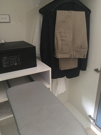 Ascot, Australia: Safe, ironing board(folds) and weird hanging system