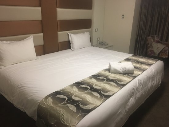 Ascot, Australia: Now that's a big bed ( or two)