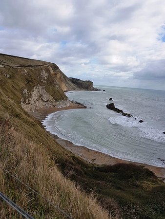 West Lulworth, UK: Green Hill, white sand beach and blue sea