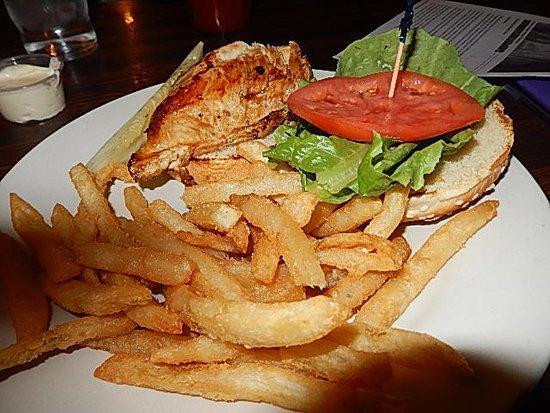 Sun Prairie, Ουισκόνσιν: Chicken sandwich.