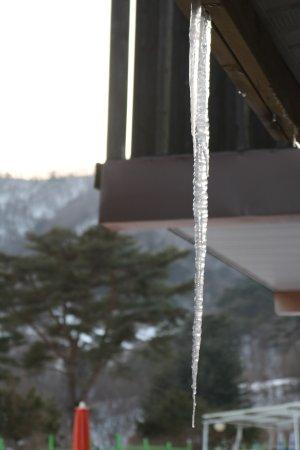 Hongcheon-gun, South Korea: 객실 처마에 내린 고드름
