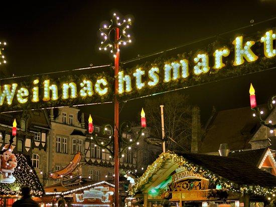 Weihnachtsmarkt Braunschweig.Einer Der Zugänge Zum Weihnachtsmarkt Bild Von Burgplatz