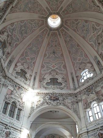 Cherasco, Włochy: 20171214_093557_large.jpg