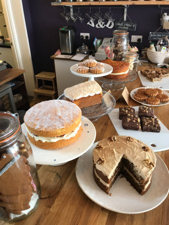 Брайтон и Хоув, UK: Cake counter-all handmade here at Violet & Doily