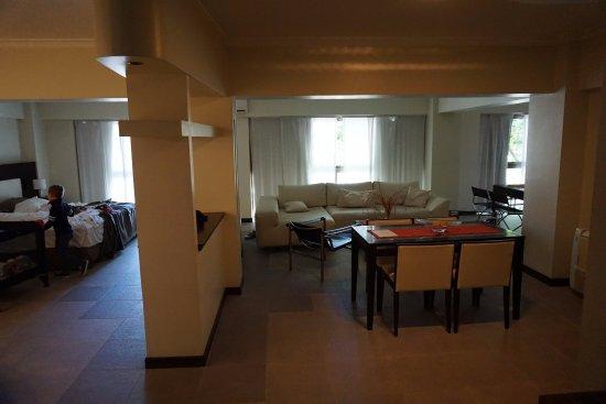 Montanas Azules Apart Hotel: comedor y living